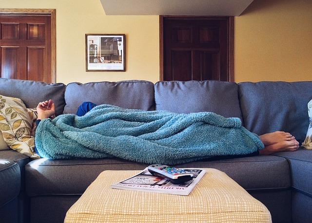 spánek na pohovce
