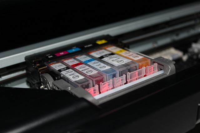Otevřená tiskárna s náplněmi