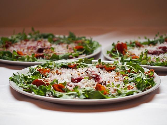 zeleninový salát s rostlinnými klíčky